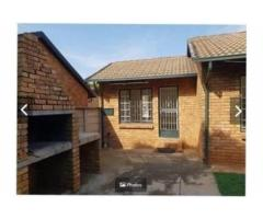2x bed, 1x bath house, Heuweloord, Centurion