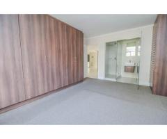 Upmarket 2 bedroom flat gorgeous setting and views
